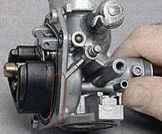 Проверка герметичности соединений в карбюраторе